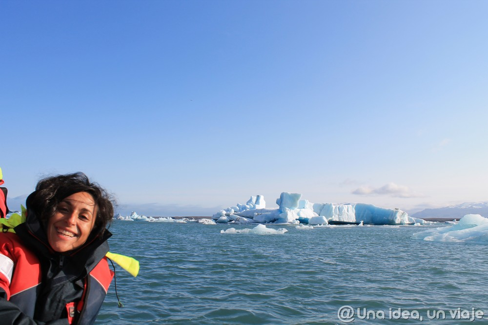 Sailing among icebergs - Iceland