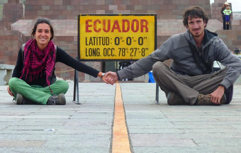 Con Laura en la Mitad del Mundo - Ecuador