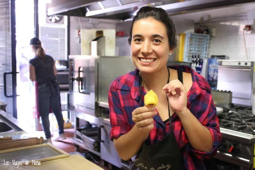 aprendiendo a hacer pasta en Italia